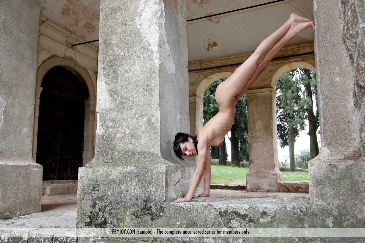 Фото расставить ножки эротика