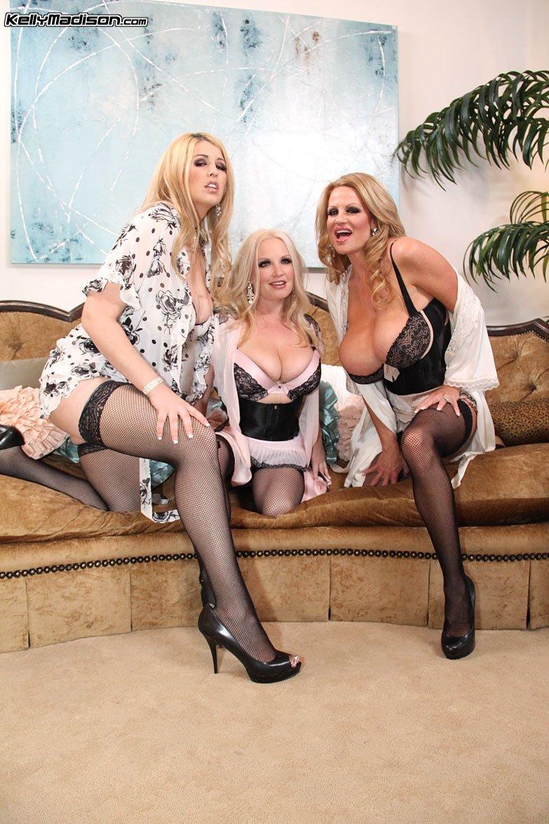 Фото три эротика