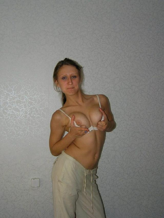 Фото Настенька позирует эротика